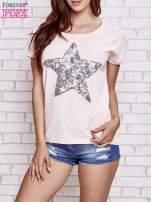 Jasnoróżowy t-shirt z gwiazdą z cekinów                                  zdj.                                  1