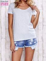 Jasnoszary melanżowy t-shirt z kieszonką                                  zdj.                                  1