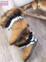 Karmelowe śniegowce na płaskiej podeszwie z kolorowym futrzanym kołnierzem                                  zdj.                                  1