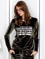 Khaki aksamitna bluza ze srebrnym nadrukiem                                  zdj.                                  1