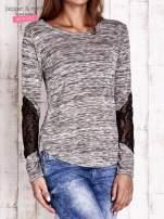 Khaki melanżowa bluzka z koronkowymi wstawkami na rękawach                                  zdj.                                  3