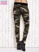Khaki ocieplane spodnie dresowe motyw militarny                                  zdj.                                  3