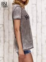 Khaki t-shirt z napisem HARLEM efekt acid wash                                                                          zdj.                                                                         3