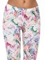 Kolorowe legginsy z pastelowym nadrukiem                                  zdj.                                  5