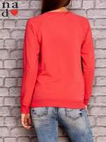 Koralowa bluza z napisem MAM FOCHA                                  zdj.                                  4