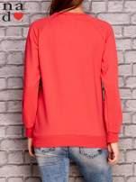 Koralowa bluza z ornamentowym nadrukiem                                  zdj.                                  4