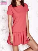 Koralowa dresowa sukienka z wycięciem na plecach                                                                           zdj.                                                                         1