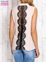 Koralowa koszula z suwakiem i ażurową aplikacją na plecach