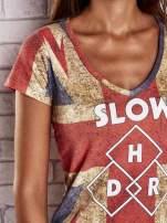 Koralowy t-shirt z nadrukiem brytyjskiej flagi i napisami                                  zdj.                                  5