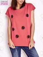 Koralowy t-shirt z nadrukiem owadów                                  zdj.                                  1