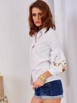 Koszula biała z haftowanymi rękawami                                  zdj.                                  3