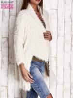 Jasnoszary asymetryczny sweter z szerokim kołnierzem                                                                          zdj.                                                                         3