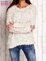 Kremowy włochaty sweter                                  zdj.                                  1
