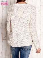 Kremowy włochaty sweter                                  zdj.                                  4