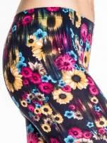 Kwiatowe legginsy w kolorze różowym                                                                          zdj.                                                                         6