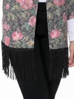 Kwiatowy otwarty sweter narzutka o kroju kimona z frędzlami
