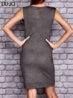 LIU JO Ciemnoszara sukienka z biżuteryjną ozdobą na ramieniu                                  zdj.                                  3