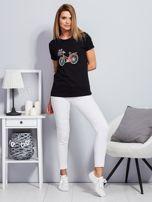 Luźny t-shirt z haftowaną aplikacją roweru czarny                                  zdj.                                  4