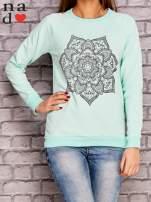Miętowa bluza z ornamentowym nadrukiem                                  zdj.                                  1