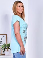 Miętowy t-shirt z napisem i motywem roślinnym PLUS SIZE                                  zdj.                                  3