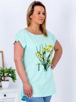 Miętowy t-shirt z żonkilami PLUS SIZE                                  zdj.                                  5