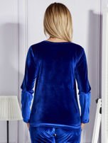 Niebieska aksamitna bluza ze srebrnym nadrukiem                                  zdj.                                  2