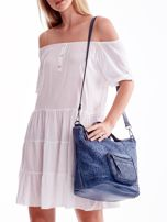 Niebieska ażurowa torba z plecioną kieszonką                                  zdj.                                  1