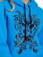Niebieska bluza sportowa z kapturem i dżetami                                  zdj.                                  6