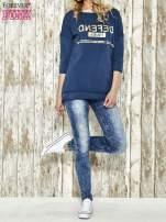 Niebieska bluza ze złotym napisem i suwakiem                                  zdj.                                  2
