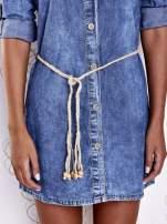 Niebieska dekatyzowana sukienka jeansowa z wiązaniem w pasie                                  zdj.                                  6