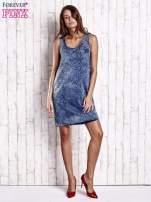 Niebieska denimowa sukienka z motywem panterki