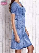 Niebieska denimowa sukienka z wycięciami na plecach                                  zdj.                                  3