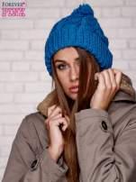 Niebieska dziergana czapka z pomponem                                  zdj.                                  1