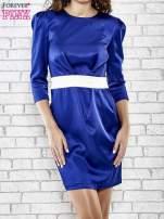 Niebieska elegancka sukienka z satyny z drapowaniem                                  zdj.                                  1