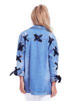 Niebieska jeansowa kurtka ze sznurowaniem na rękawach                                  zdj.                                  2