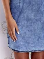 Niebieska jeansowa sukienka z wycięciami                                  zdj.                                  7