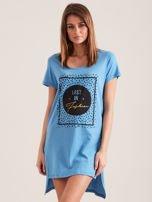 Niebieska koszula nocna z nadrukiem                                  zdj.                                  1