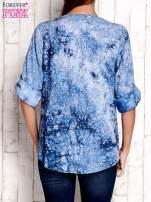 Niebieska koszula w malarskie desenie                                  zdj.                                  2