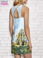 Niebieska malowana sukienka z siateczkowym karczkiem                                  zdj.                                  2