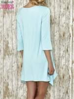Niebieska sukienka damska z nadrukiem kotów                                  zdj.                                  3