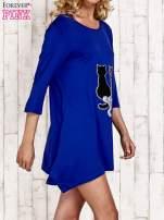 Niebieska tunika dresowa z aplikacją kotów z cekinów                                  zdj.                                  3