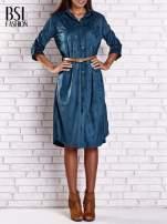 Niebieska zamszowa sukienka z rozcięciami po bokach                                  zdj.                                  1