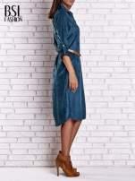 Niebieska zamszowa sukienka z rozcięciami po bokach                                  zdj.                                  3