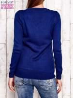 Niebieski dzianinowy sweter z wiązaniem                                  zdj.                                  3