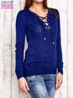 Niebieski dzianinowy sweter z wiązaniem                                  zdj.                                  4