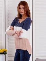 Niebieski-ecru sweter z perełkami                                  zdj.                                  3