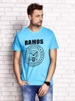 Niebieski t-shirt męski z napisem RAMOS i nadrukiem                                  zdj.                                  1