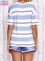 Niebieski t-shirt w kolorowe paski                                  zdj.                                  4
