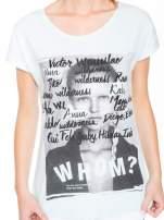 Niebieski t-shirt z nadrukiem twarzy i napisem WHOM?                                                                          zdj.                                                                         7