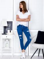 Niebieskie jeansowe rurki z przetarciami                                  zdj.                                  4